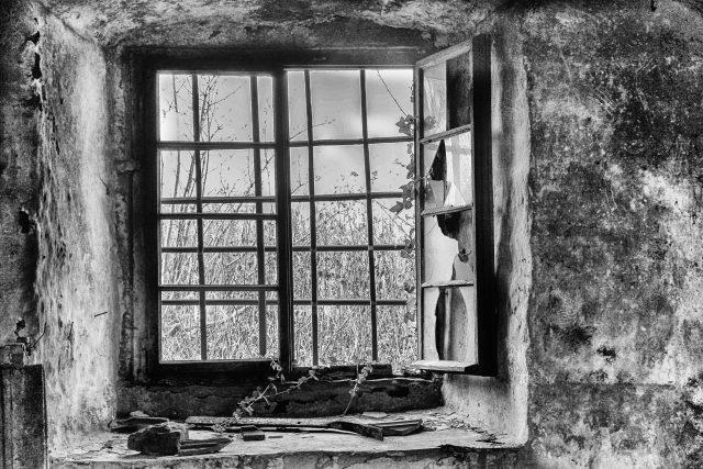 Okno,  stará budova  (ilustrační foto) | foto: Fotobanka Pixabay