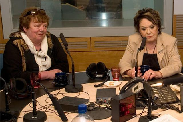 Slávka Kopecká a Jiřina Bohdalová ve studiu Dvojky v roce 2011 | foto: Jan Sklenář