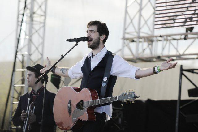 Jindra Polák během koncertu kapely Jelen na Pražském Majálesu 2016 | foto: Tomáš Tkáčik,  Profimedia