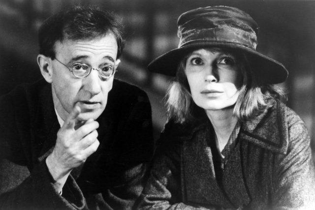 Woody Allen a Mia Farrow,  z filmu Stíny a mlha  (1991) | foto: Profimedia