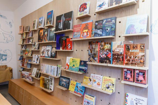 Nakladatelství knih pro děti otevřelo pod Vyšehradem knihkupectví | foto: Tomáš Česálek,  Meander