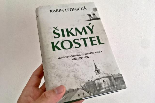 Obálka knihy Karin Lednické Šikmý kostel