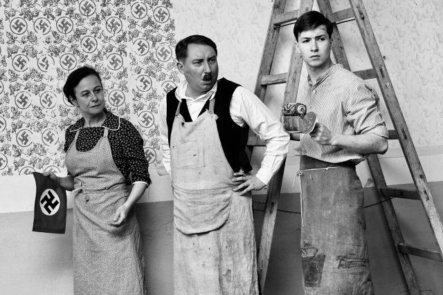 Petra Špalková a Robert Mikluš ve filmu Krajina ve stínu | foto: Bontonfilm